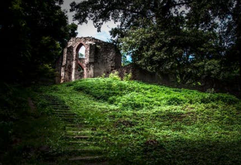 Historic ruin image